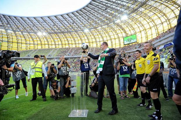Gdańsk jako pierwsze miasto zgłosił się do organizacji Euro 2012. Wówczas wydawało się, że to mało realne, gdyż Lechia grała zaledwie w III lidze. Paweł Adamowicz dopiął jednak swego.