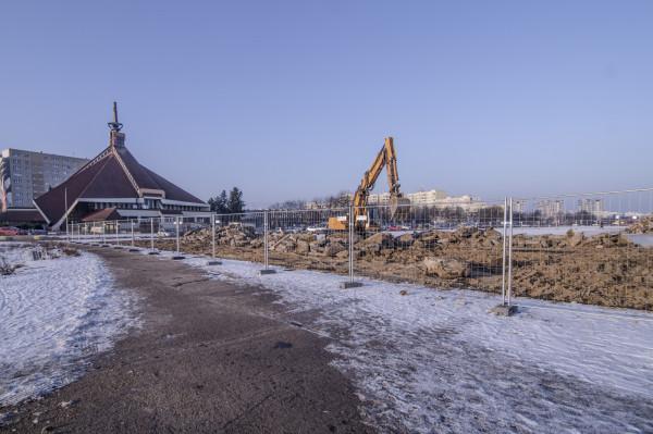 Na pasie startowym trwa usuwanie betonowej nawierzchni. Wkrótce deweloper zamierza rozpocząć budowę osiedla.