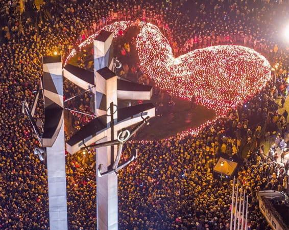 Na pl. Solidarności zapłonęło w ubiegłym tygodniu 36 tys. zniczy.