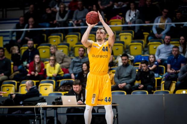 Deividas Dulkys był najskuteczniejszym koszykarze Arki. Zdobył 17 punktów, z czego 14 już w pierwszej kwarcie.