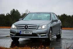 Najnowszy mercedes klasy C. Wliczając leciwego Mercedesa 190 na całym świecie jeździ 8,5 miliona aut tej klasy.
