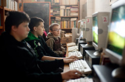 Bibliotekę dziennie odwiedza około 60 osób, głównie są to dzieci.