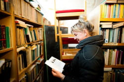 W bibliotece można znaleźć takie rarytasy, jak radziecką encyklopedię powszechną czy masę książek naukowych, które czasem trudno dostać nawet w specjalistycznych bibliotekach uniwersyteckich.