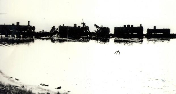 Parowozy w Bałtyku. Część z nich wydobyto, część rozszabrowano.