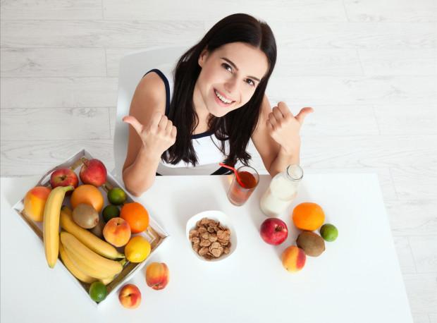 W utrzymaniu zdrowia - nie tylko jamy ustnej - pomaga przestrzeganie prawidłowej diety oraz regularne spożywanie posiłków.