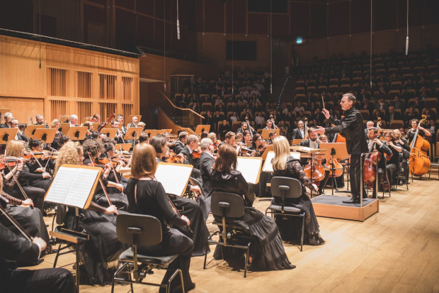 W lutym w Filharmonii Bałtyckiej posłuchamy m.in. pianisty Nelsona Gornera. Na zdj. Orkiestra PFB pod dyr. Georga Cziczinadze.