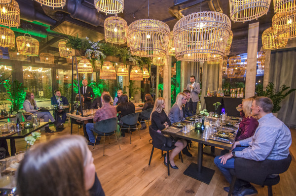 Pierwsza kolacja degustacyjna, która odbyła się w restauracji Cider Garden Papieroovka poświęcona była cydrom.