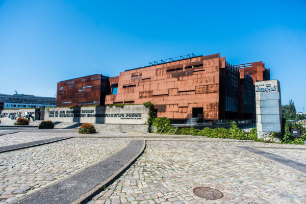 Trwa publiczna zbiórka 3 mln zł, która ma pomoc w funkcjonowaniu Europejskiego Centrum solidarności.