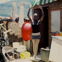 """...""""Leaving Mandela Park"""" opowiada o młodzieży z Kapsztadu mającej ambicje artystyczne..."""