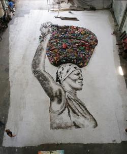 """... """"Śmietnisko"""" to historia artysty, który tworzy swoje prace ze śmieci..."""