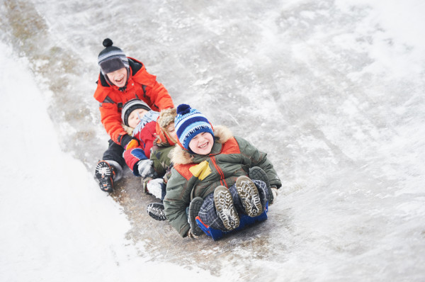 Dzieciaki już nie mogą się doczekać przerwy, wiele z nich wyjeżdża na narty w góry, inne do rodziny, a pozostali na różnego rodzaju zimowiska.