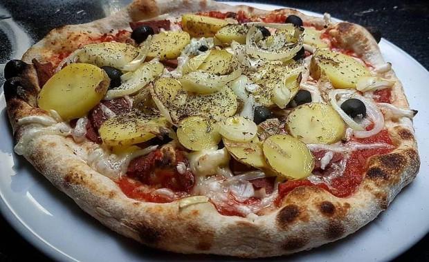 Wegańska pizza z ziemniakami w I Pazzi