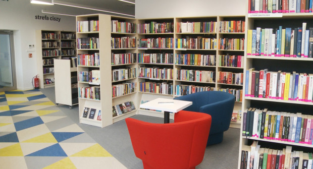 W bibliotece najważniejsze są książki, ale obecne placówki to też miejsce spotkań i cichej pracy.