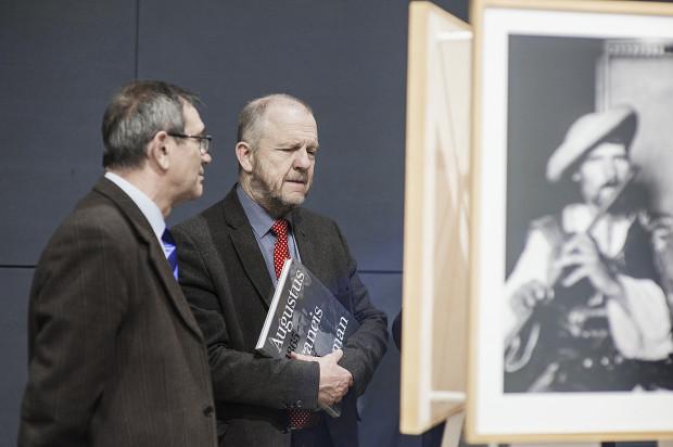 Muzeum Emigracji w Gdyni - oprowadzanie kuratorskie Małgorzaty Taraszkiewicz-Zwolickiej podczas wystawy fotografii Augustusa Francisa Shermana w 2017 roku.