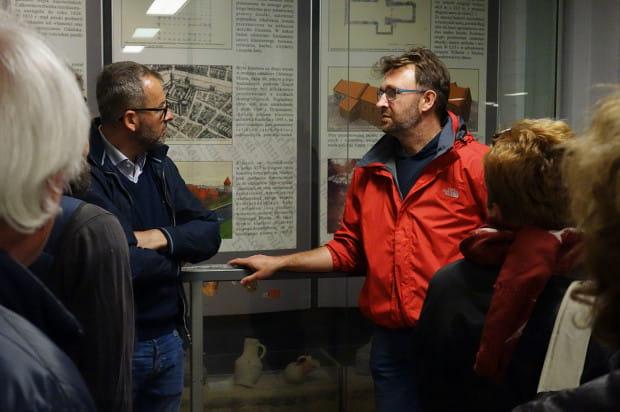 Oprowadzanie kuratorskie w Muzeum Archeologicznym w Gdańsku.