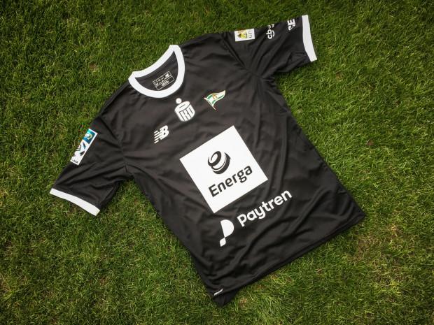 W takich koszulkach zagrają w sobotę piłkarze Lechii. Czarny kolor to znak żałoby po tragicznej śmierci prezydenta Gdańska Pawła Adamowicza.