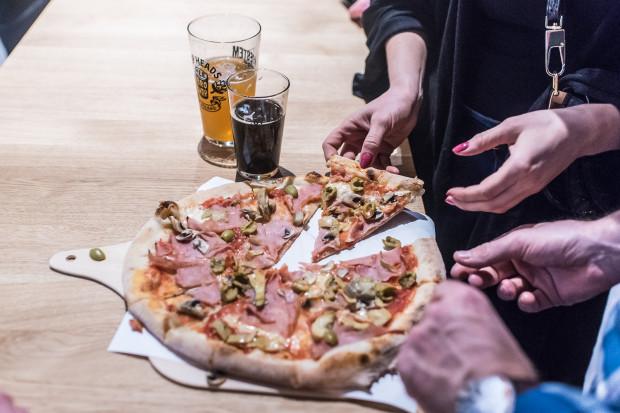 W Ale Browar Sopot napijemy się piwa rzemieślniczego i zjemy pizzę.