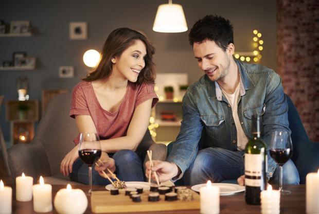 Nie jest tajemnicą, że seks ma ogromny wpływ na relacje partnerów. Intymne spotkania nie tylko zbliżają, ale i umacniają więź.
