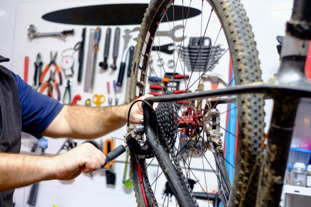 Przed sezonem rowerowym warto zrobić przegląd swojego roweru