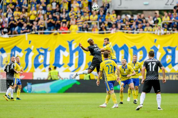 Piłkarze Arki Gdynia lubią grać z beniaminkami ekstraklasy. Zdjęcie z meczu na Stadionie Miejskim z Zagłębiem Sosnowiec.