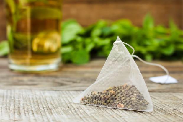 Herbatę wykorzystuje się nie tylko do picia. Jest również cennym składnikiem wielu kosmetyków.
