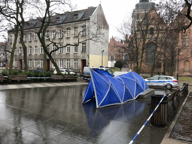 Pomnik ks. Henryka Jankowskiego trafi do magazynu, skąd będą mogli go zabrać jego właściciele. Prawdopodobnie nie wróci już do przestrzeni publicznej Gdańska.