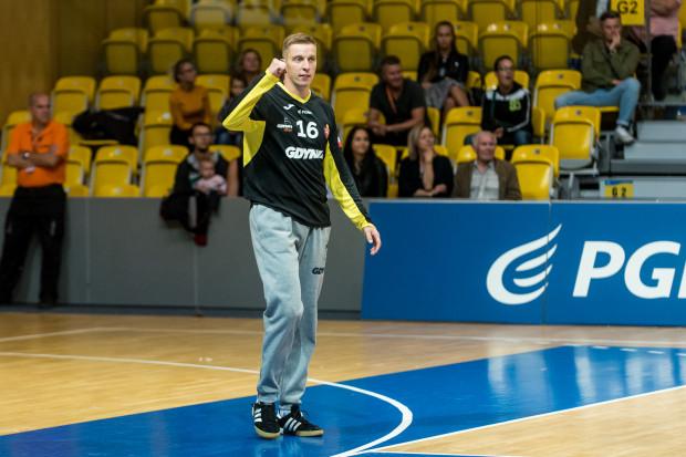 Maciej Pieńczewski nie ma lekko, bo Arka nie zachwyca w defensywie i traci najwięcej bramek w Superlidze. Bramkarz zapewnia jednak, że porażki motywują go do jeszcze cięższej pracy.