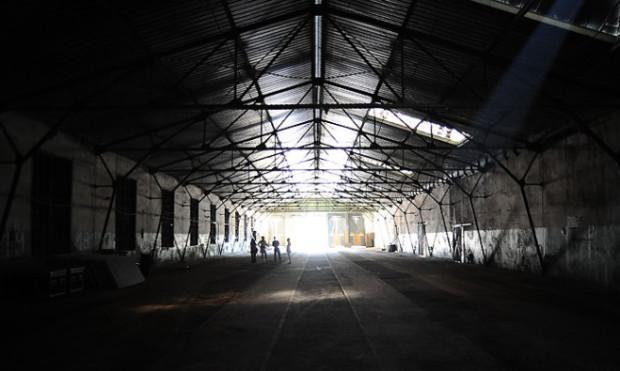 W zeszłym roku Fundacja Theatrum Gedanense poświęciła kilka miesięcy i sporo pieniędzy na uporządkowanie hali zajezdni.
