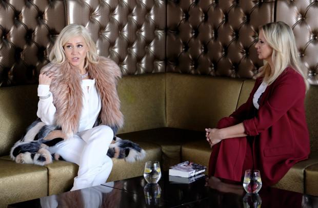 """""""Kobiety mafii 2"""" to kontynuacja losu bohaterek, które poznaliśmy w ubiegłym roku. Jedną z nich jest """"Spuchnięta Anka"""", która po wyjściu z aresztu niespodziewanie robi karierę w showbiznesie."""