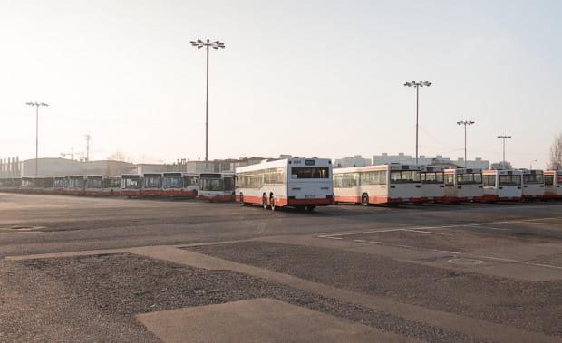 Zajezdnia autobusowa przy al. Hallera w Gdańsku. To tu mieściła się lecznica weterynaryjna dla koni dostarczanych do polski w ramach pomocy po zakończeniu II wojny światowej.
