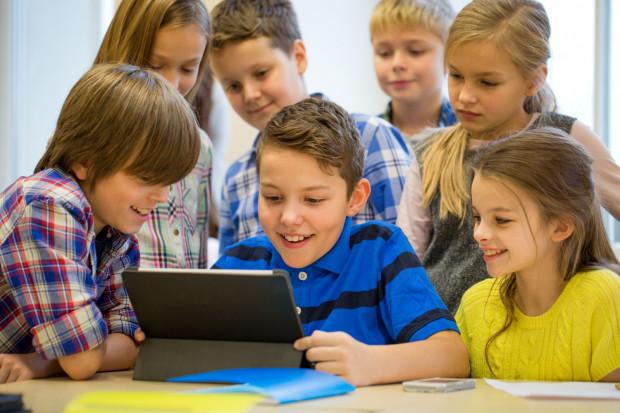 Wybór szkoły podstawowej to jeden z dylematów, przed którymi stają rodzice przedszkolaków już na początku roku.