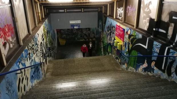 Tunel prowadzący na przystanek kolejowy SKM Przymorze Uniwersytet, z którego korzystają pracownicy biurowców zlokalizowanych przy al. Grunwaldzkiej w Oliwie. Dla wielu jego stan jest do zaakceptowania.