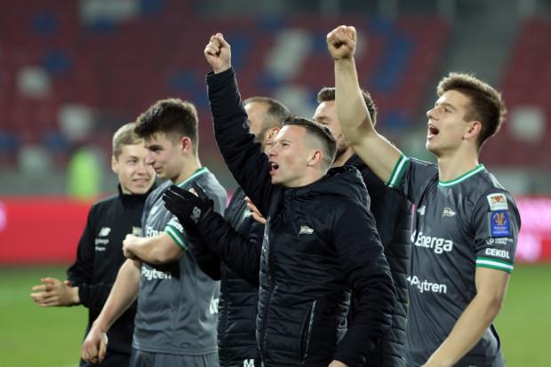 Michał Mak (w środku) cieszy się, że Lechia gra na dwóch frontach. Nic dziwnego skoro gdańszczanom wiedzie się zarówno w ekstraklasie jak i w Pucharze Polski.