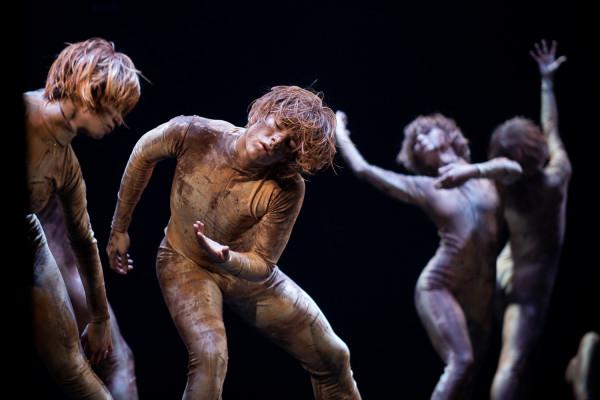 Efektownie w pantomimicznej zbiorowej kreacji grzechu, niskich pobudek i występku prezentuje się Balet Opery Bałtyckiej, który w spektaklu ma również inne zadania.