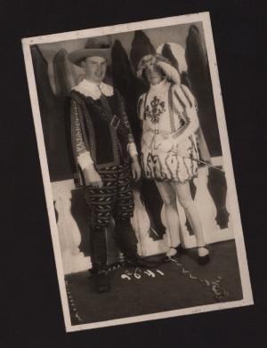 Karl-Otto von Wechmar (dyrektor kuracyjny Sopotu w latach 1928-1933) z żoną, przebrani na balu maskowym podczas Sopockiego Karnawału, 1931 r.