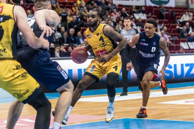 Ian Baker był jednym z dwóch koszykarzy Trefla, którym wychodziła w Warszawie gra w ataku.