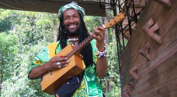 Kilema zasłynął nie tylko z mistrzowskiej gry na tradycyjnych instrumentach malgaskich, ale również rzadkiej umiejętności budowy ich.