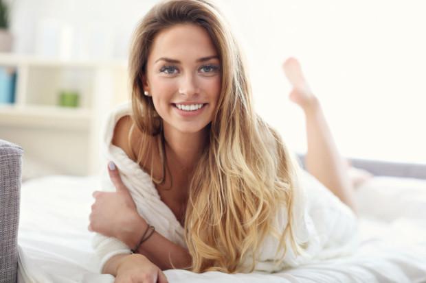 Z badań przeprowadzonych w Polsce wynika, że przeciętny mężczyzna potrzebuje około 4 minut od rozpoczęcia stosunku, aby osiągnąć orgazm. Z kolei kobieta potrzebuje ich aż 12.