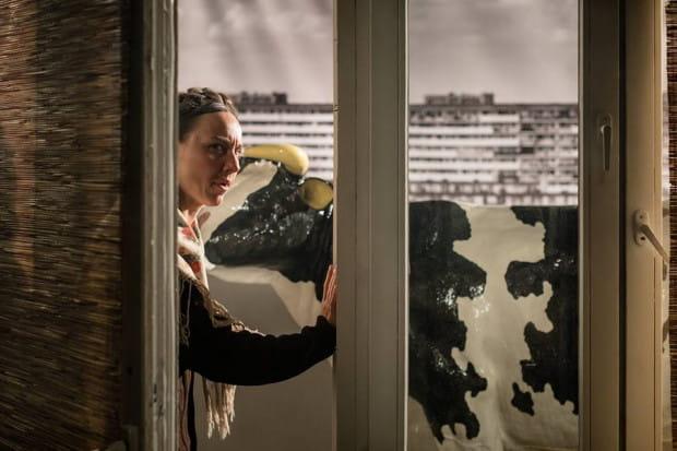 """Telewizyjny spektakl Jakuba Pączka powstał w oparciu o prozę Moniki Milewskiej, autorki powieści """"Latawiec z betonu"""", wydanej w ubiegłym roku."""