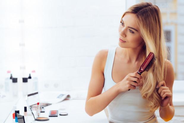 Od sposobów pielęgnacji i naszej determinacji oraz systematyczności zależy piękny wygląd naszych włosów.