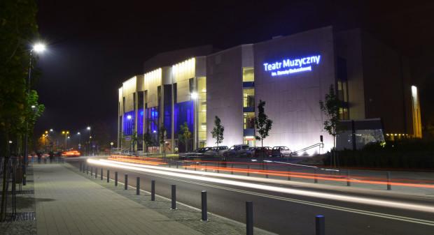 Teatr Muzyczny w Gdyni nie wynagradza pracowników za odwołane spektakle. Widzowie mogą liczyć w takim przypadku na zwrot pieniędzy.