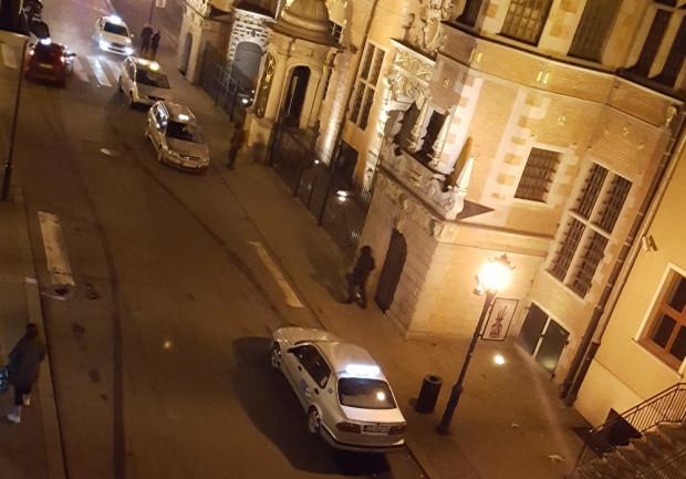 Aż siedem taksówek na deptaku udało się uchwycić na zdjęciu naszemu czytelnikowi, który narzeka na ruch samochodów pod swoimi oknami.