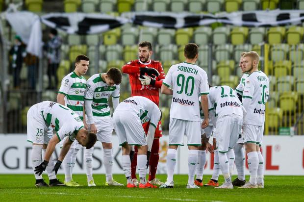 Piłkarze Lechii Gdańsk zaczynają przejawiać oznaki zmęczenia, a pole personalnego manewru jest niewielkie, bo kontuzje i kartki trzebią kadrę biało-zielonych.