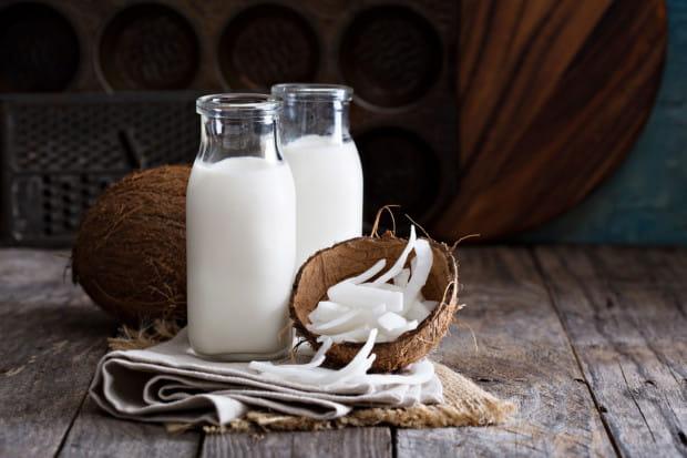 Najbardziej kaloryczne jest mleko kokosowe, które zawiera aż do 38 proc. tłuszczu.