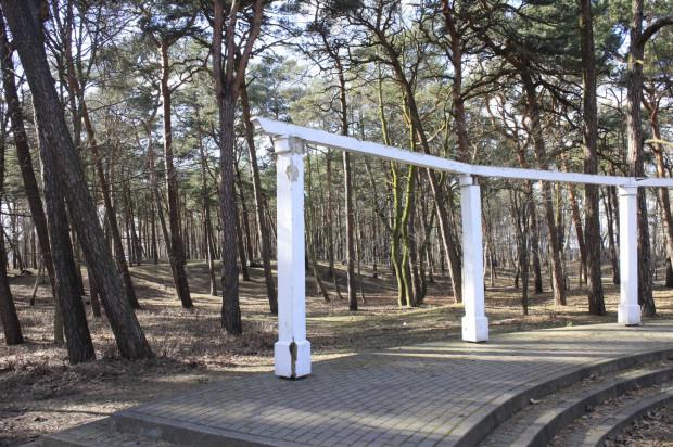 W drugim etapie prac w Parku Brzeźnieńskim kolumnada zostanie wymieniona na nową.