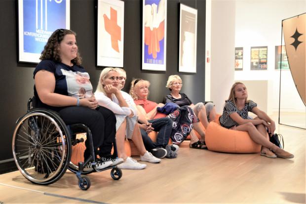 Muzeum jest miejscem spotkań, w którym odnajdzie się każdy. Muzea wychodzą naprzeciw różnym potrzebom i oczekiwaniom zwiedzających. Na zdjęciu goście Muzeum Miasta Gdyni.