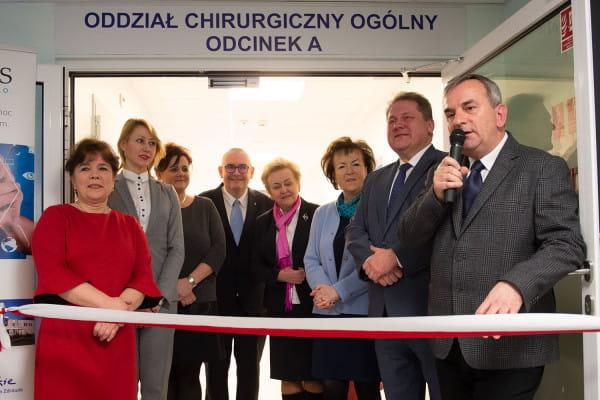 W uroczystym otwarciu wyremontowanej części Oddziału Chirurgii Ogólnej udział wzięli samorządowcy, przedstawiciele sejmiku wojewódzkiego, pracownicy Szpitali Copernicus oraz zaprzyjaźnionych placówek medycznych.