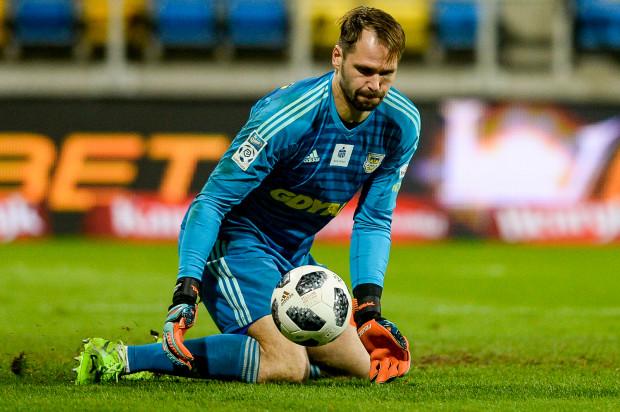 Pavels Steinbors w doliczonym czasie gry wybronił punkt Arce Gdynia w Lubinie.