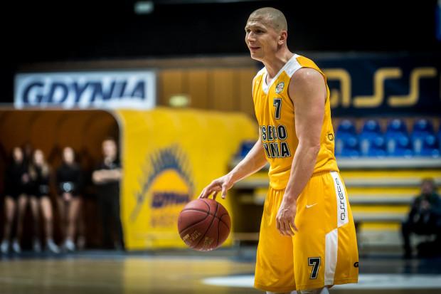 Powrót Krzysztofa Szubargi na parkiet ma pomóc drużynie z Gdyni w osiągnięciu zamierzonego celu, jakim jest wygranie sezonu zasadniczego.