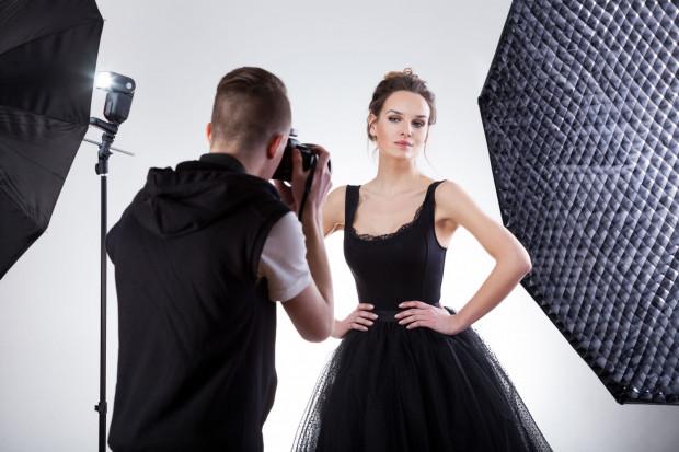 Sesje zdjęciowe to nowoczesny i sprawdzony sposób dla kobiet, by podnieść poczucie własnej wartości oraz pozbyć się kompleksów związanych z wyglądem.